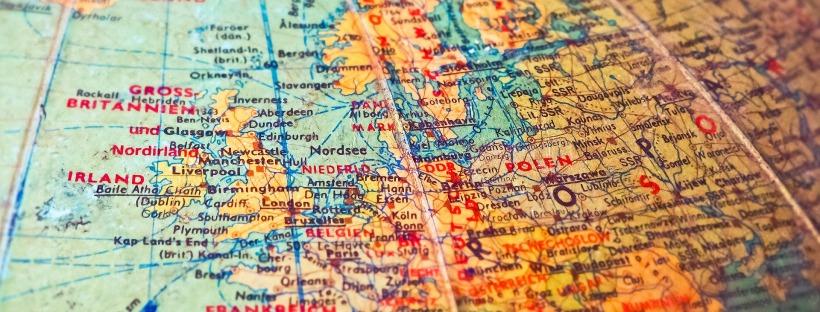 Lähikuva karttapallosta Euroopan kohdalta.